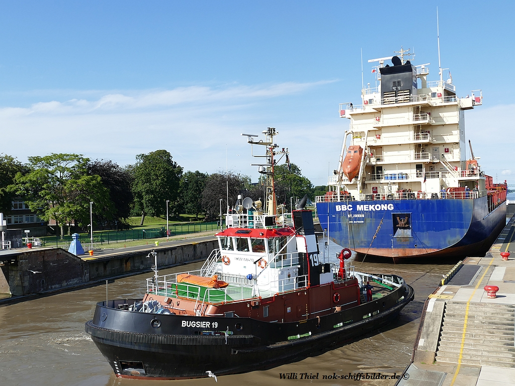 BUGSIER 19  with freighter BBC MEKONG