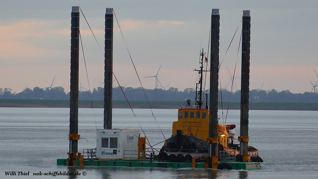 FLEMHUDE with working barge  C5