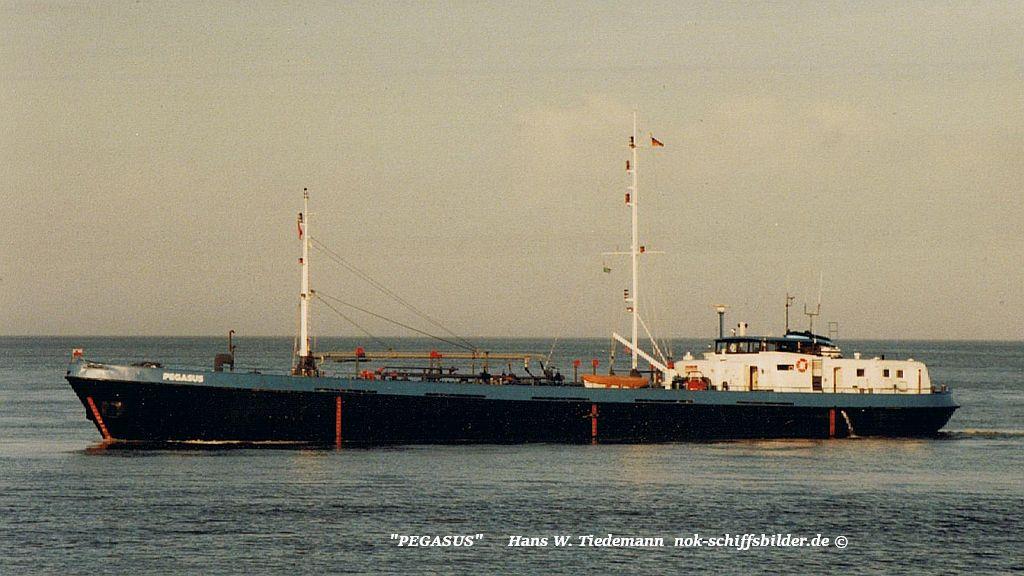 Pegasus, DEU, umb. -99 Sea Trader, CYM - 21.11.94 Cux