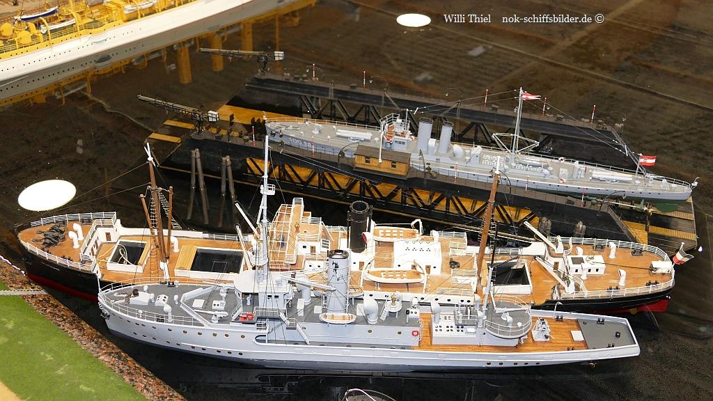 HAFENANLAGE  der Kaiserlichen Marine
