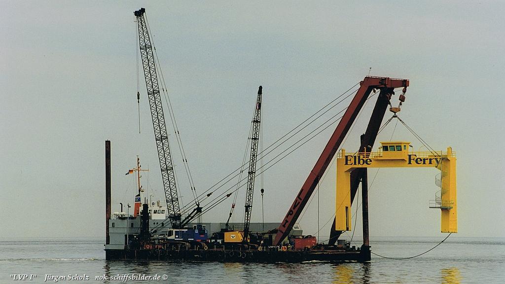 LVP 1  mit  Anleger-Brückenteil der Elbe Ferry