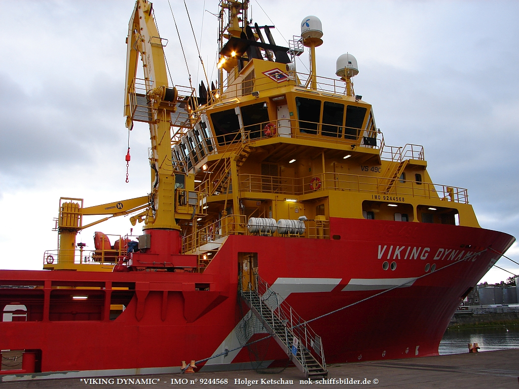 VIKING DYNAMIC   -  IMO n° 9244568    Aberdeen Harbour 2006  Aufb.jpg