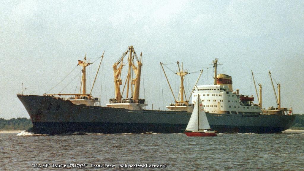 DA YE  -  IMO n°  7517923 Elbe  06.08.1983.jpg