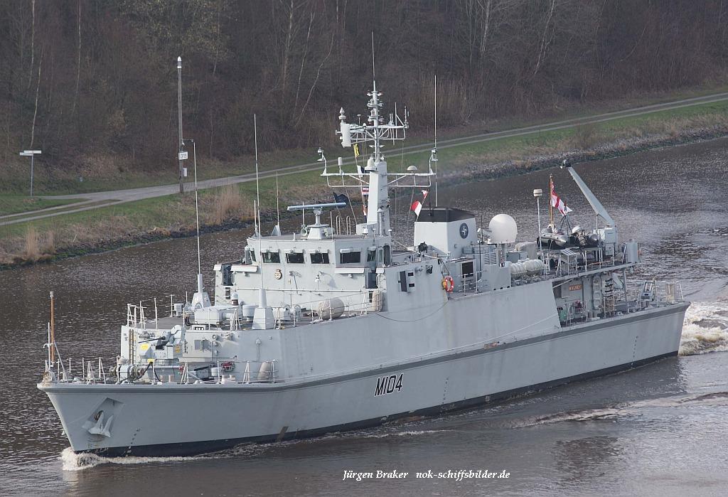 HMS WALNEY M104