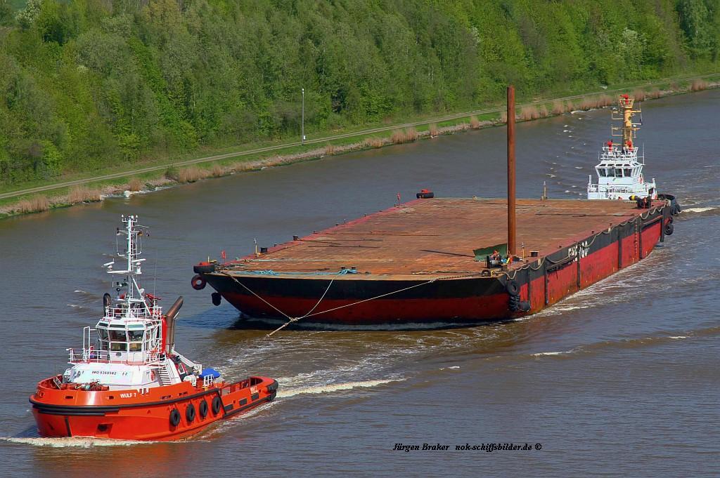 WULF 7 mit Barge und PARAT