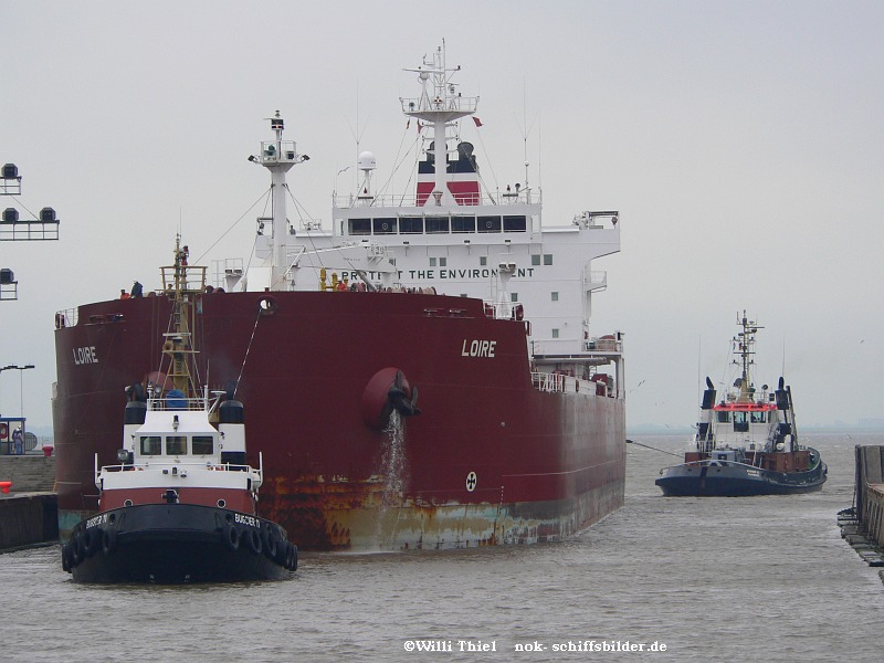 BUGSIIER 11 -Tanker LOIRE & BUGSIER 20