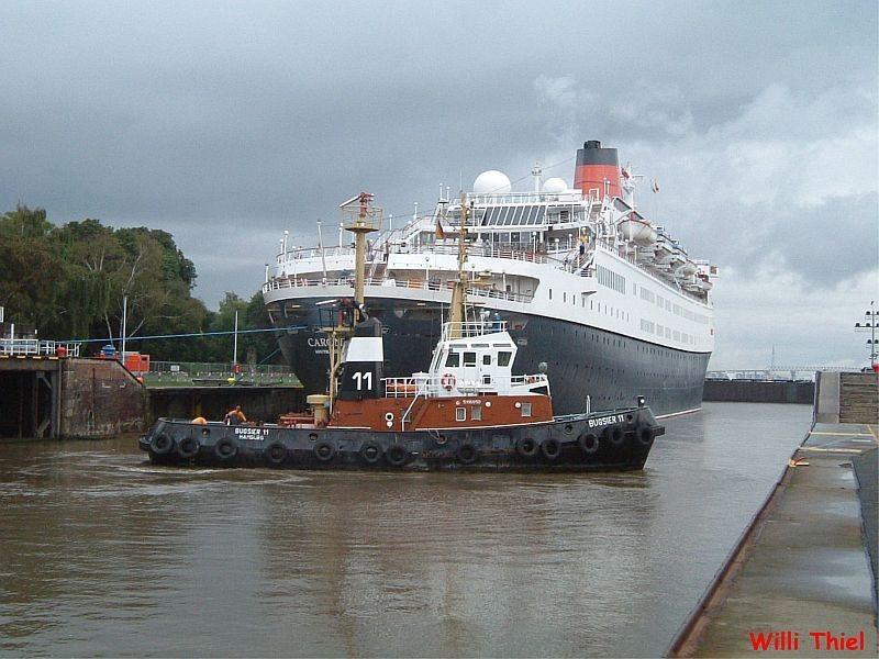 BUGSIER 11 & Pasagierschiff
