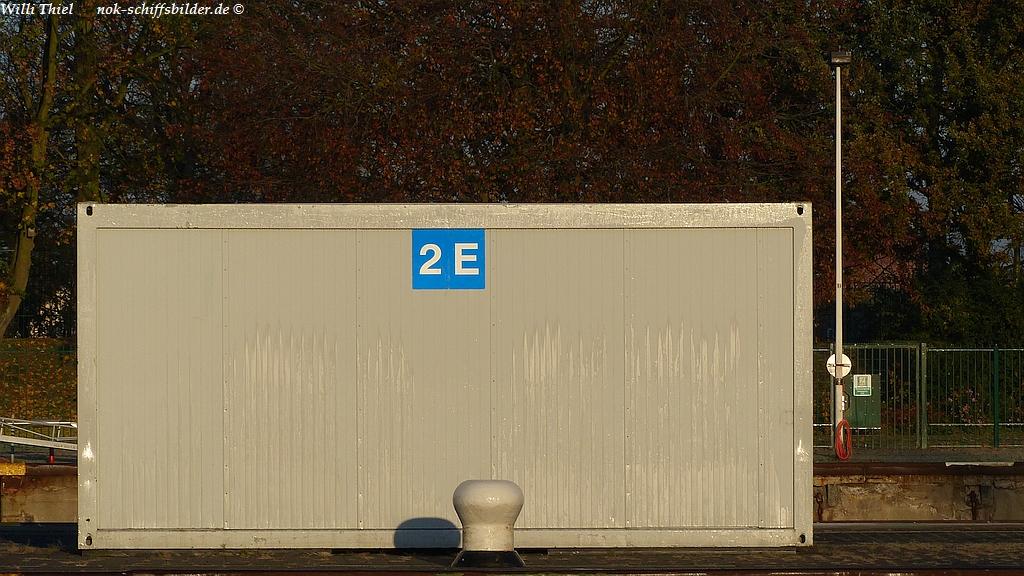 Schleusen - Neubau-   09.11.16 -  Rettungsgeräte Container Mittelmauer.jpg