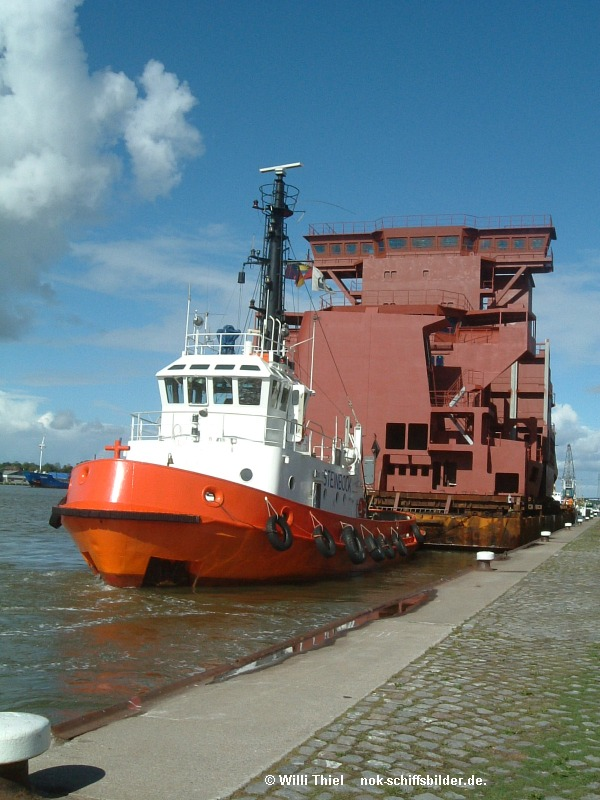 STEINBOCK & Barge mit Neubauteilen