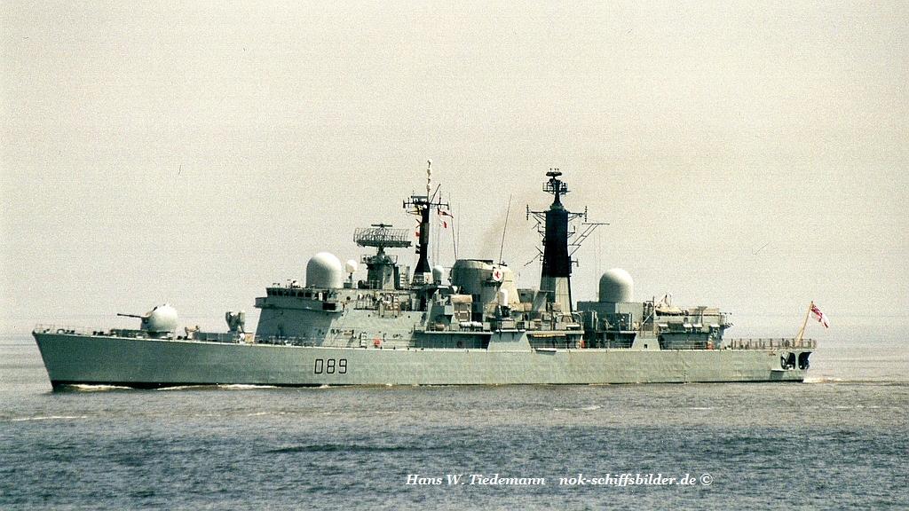 HMS Exeter D 89 - 20.05.02 Cux