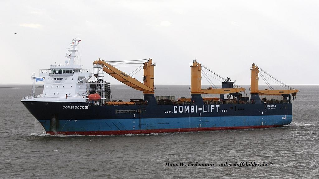 COMBI DOCK III