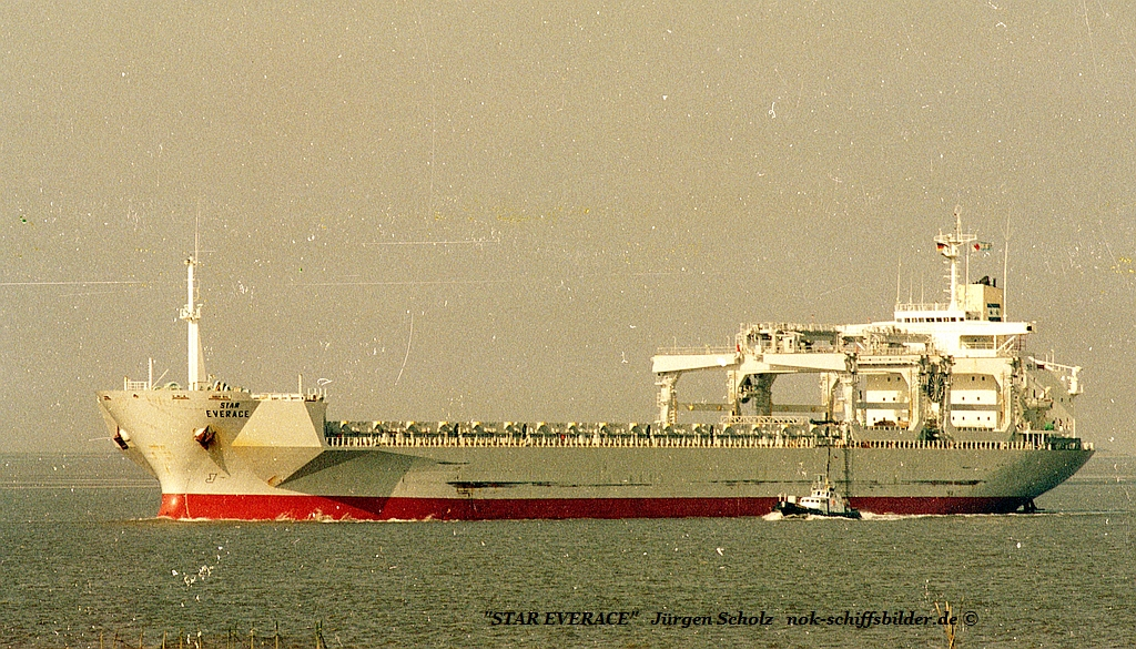 STAR EVERACE Weser Bremerhaven  09.1983.jpg