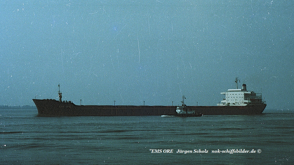 EMS ORE Weser Bremerhaven 08.1983.jpg