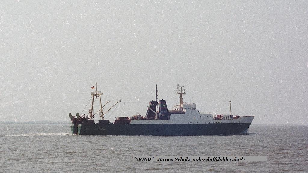 MOND  BX745  Weser Bremerhaven  08.1983.jpg