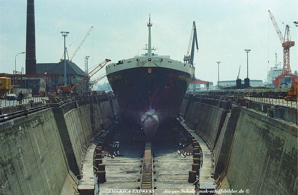 AMERICA EXPRESS Bremerhaven 06.1983.jpg