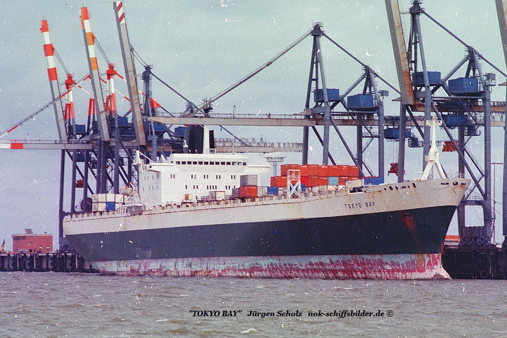 TOKYO BAY Bremerhaven 07.1983.jpg