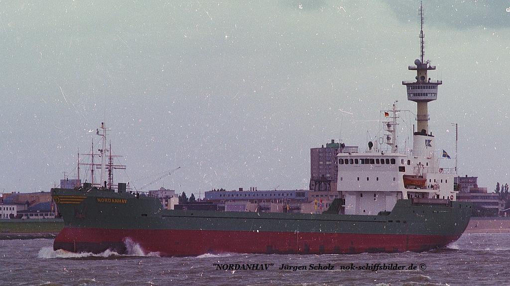 NORDANHAV Weser Bremerhaven 07.1983.jpg