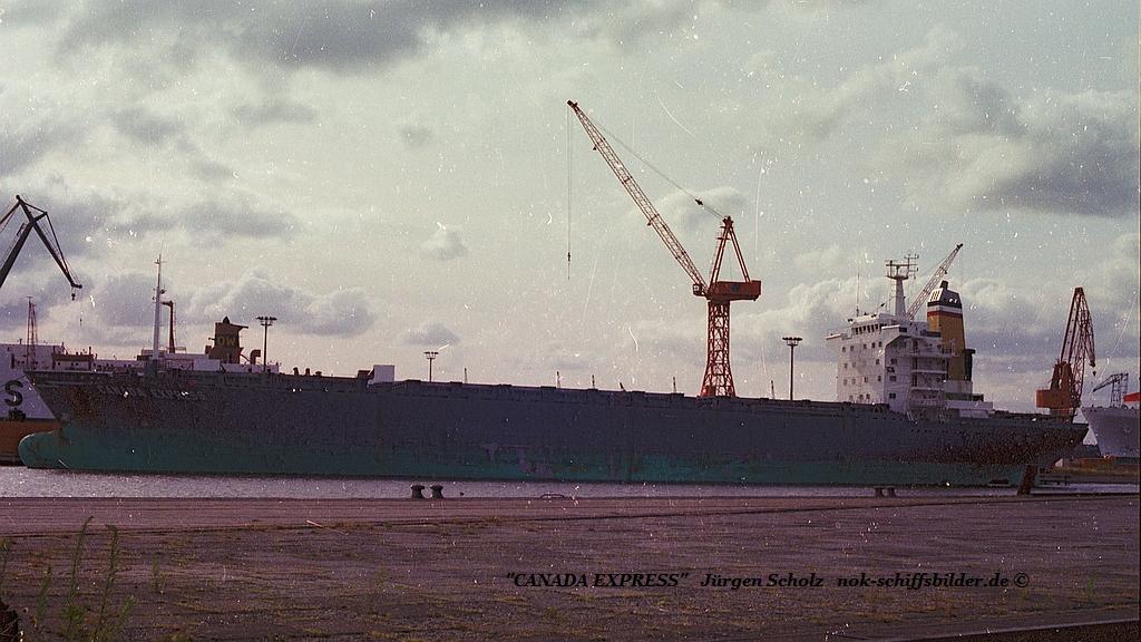 CANADA EXPRESS Bremerhaven  07.1983. pier.jpg
