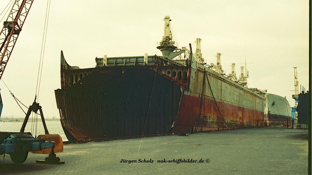 Abbruchtonnage   ....Bremerhaven  02.1983.jpg