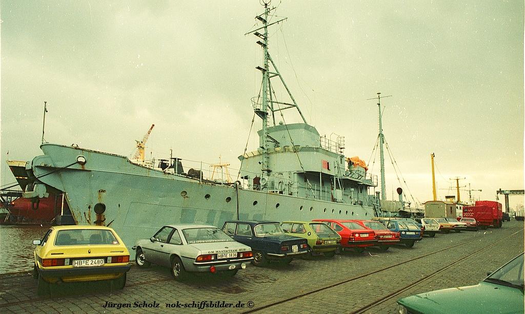 Marine... Bremerhaven 02.1983.jpg