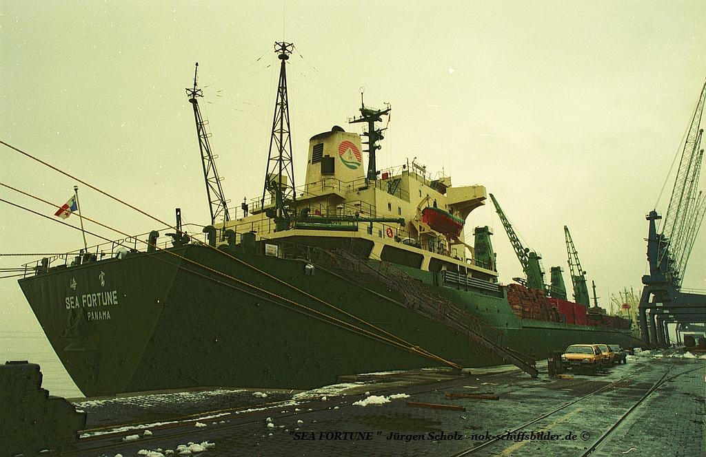 SEA FORTUNE Bremerhaven 03.1983 va.jpg