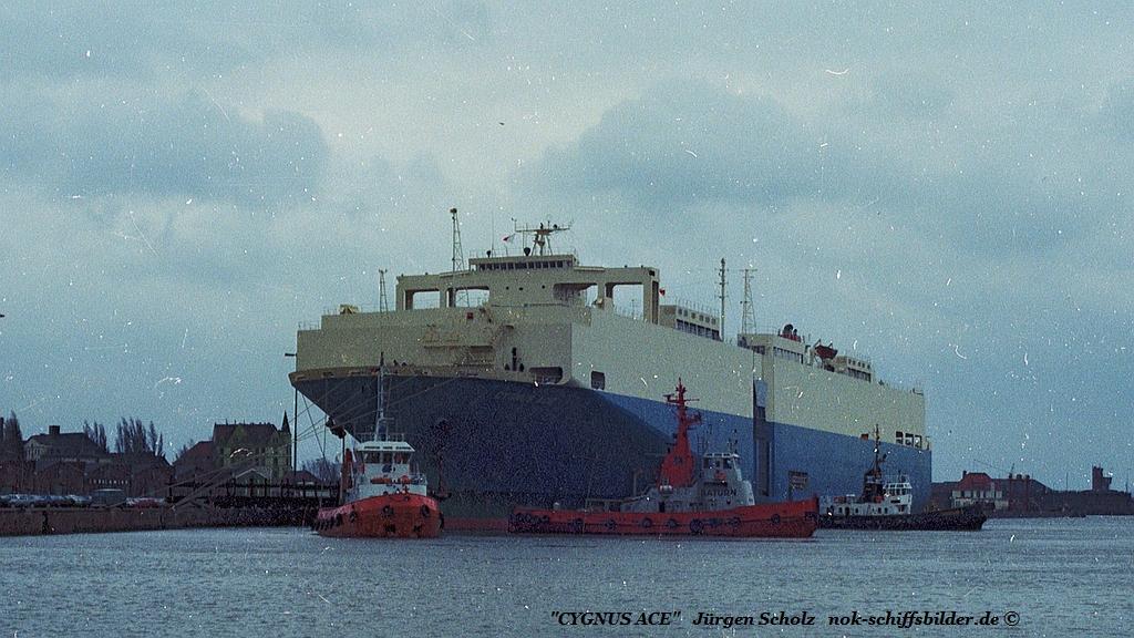 CYGNUS ACE Bremerhaven 08.1983.jpg
