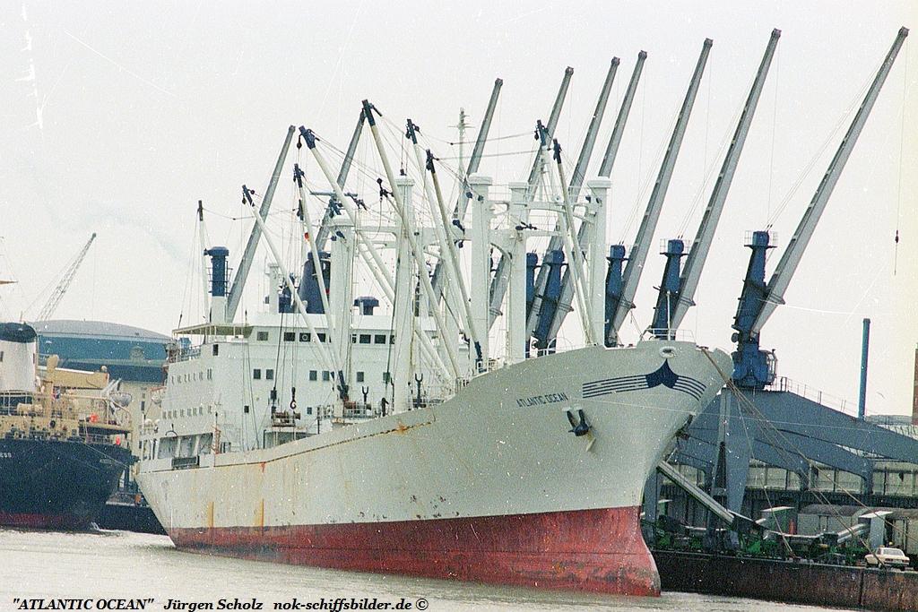 ATLANTIC OCEAN Bremerhaven 1982.jpg
