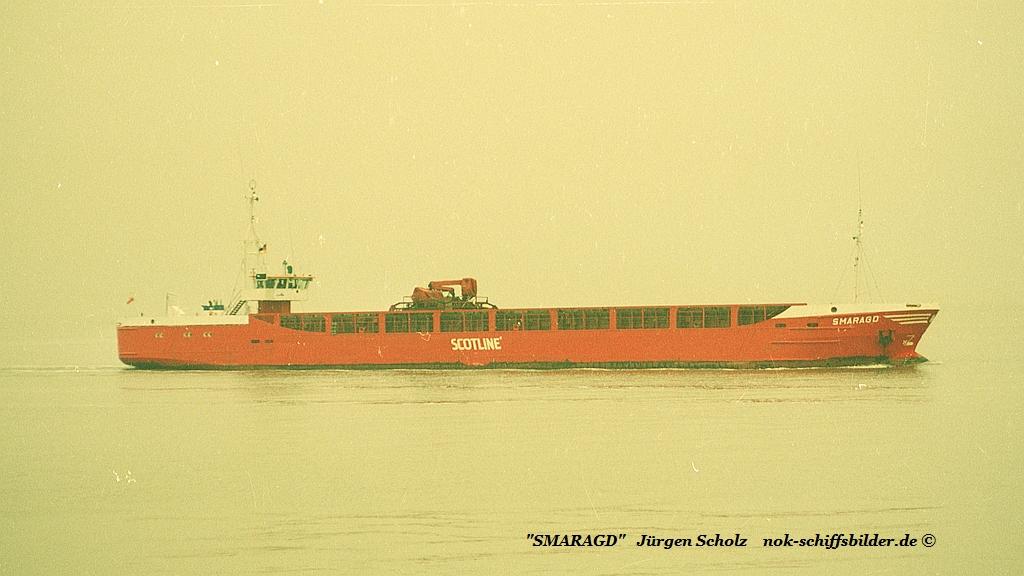 SMARAGD Weser Bremerhaven 01.1990.jpg