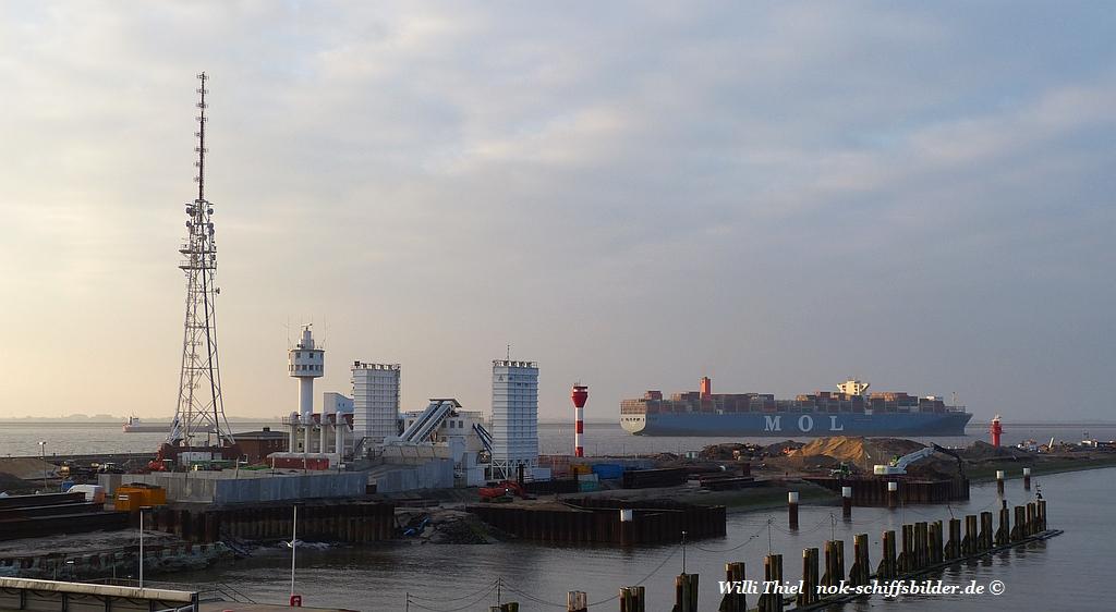 Blick über die Schleuseninsel Richtung Elbe