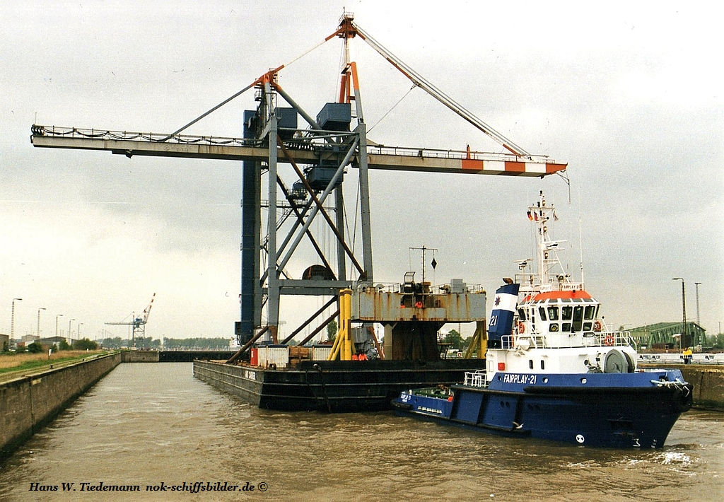 FAIRPLAY 21 mit Barge AMT CARRIER