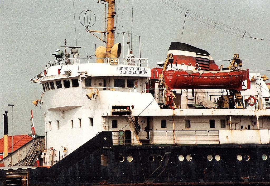 """GRIGORIY ALEKSANDROV"" ->""Giorostroitel Aleksandrov""   RUS - 12.08.94 Kiel Canal"