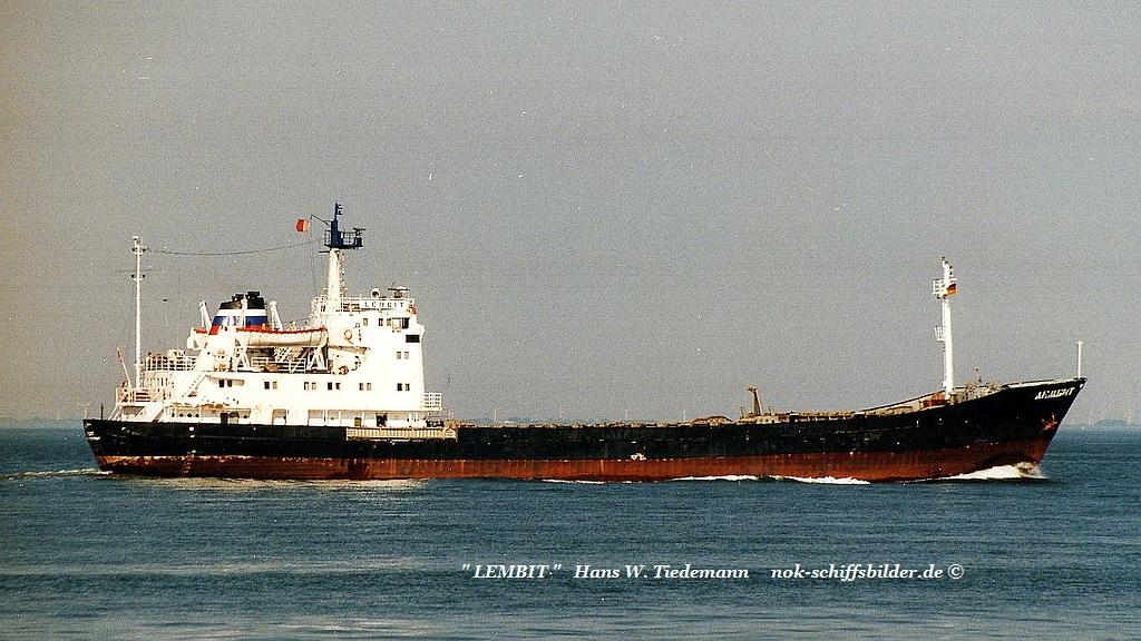 Lembit, RUS, IMO 7030080 - 09.08.97 Elbe.jpg