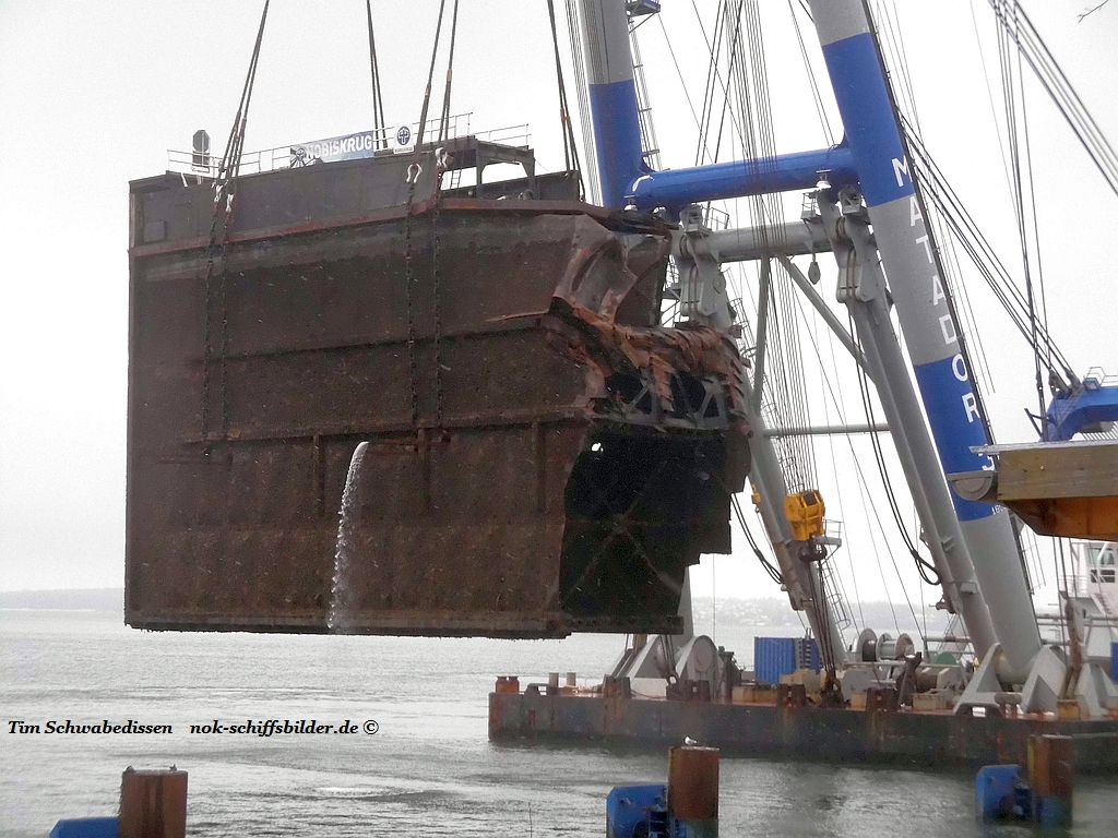 Schleusentor-bergung in Kiel