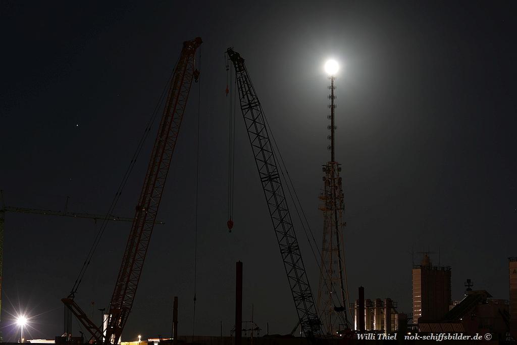 Die Nacht war Dunkel der Mond schien helle
