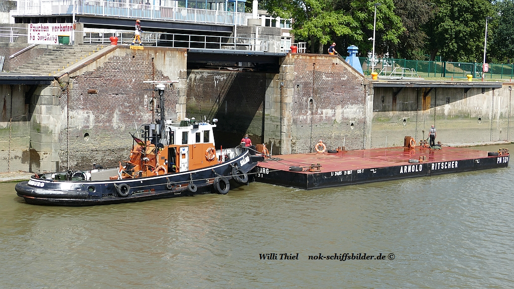 SALMO mit Barge von Arnold Ritscher