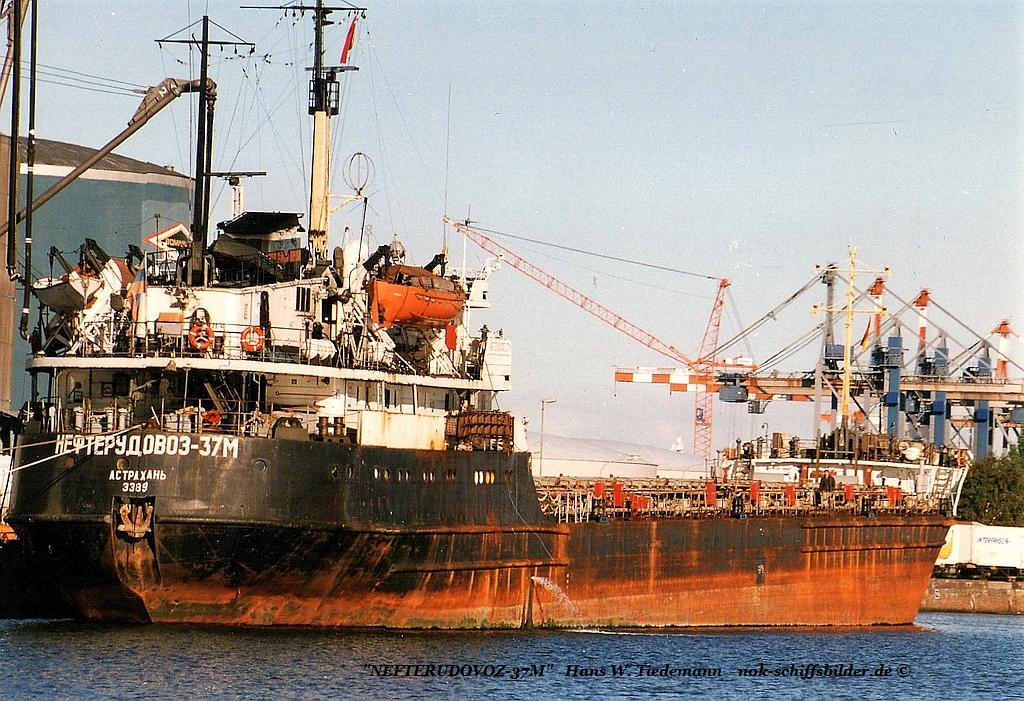 NEFTERUDOVOZ-37M , RUD, Astrachan, Tanker - 19.09.97 Bhv.jpg