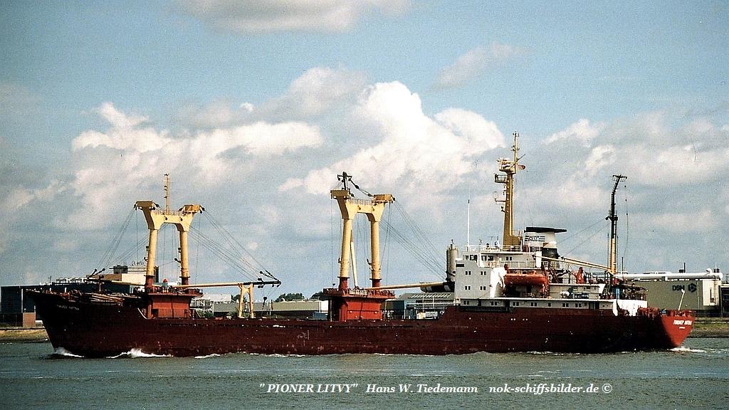 Pioner Litvy, RUS, -81, Vyborg, 4.814 gt, 6.763 dwt - N.W..jpg