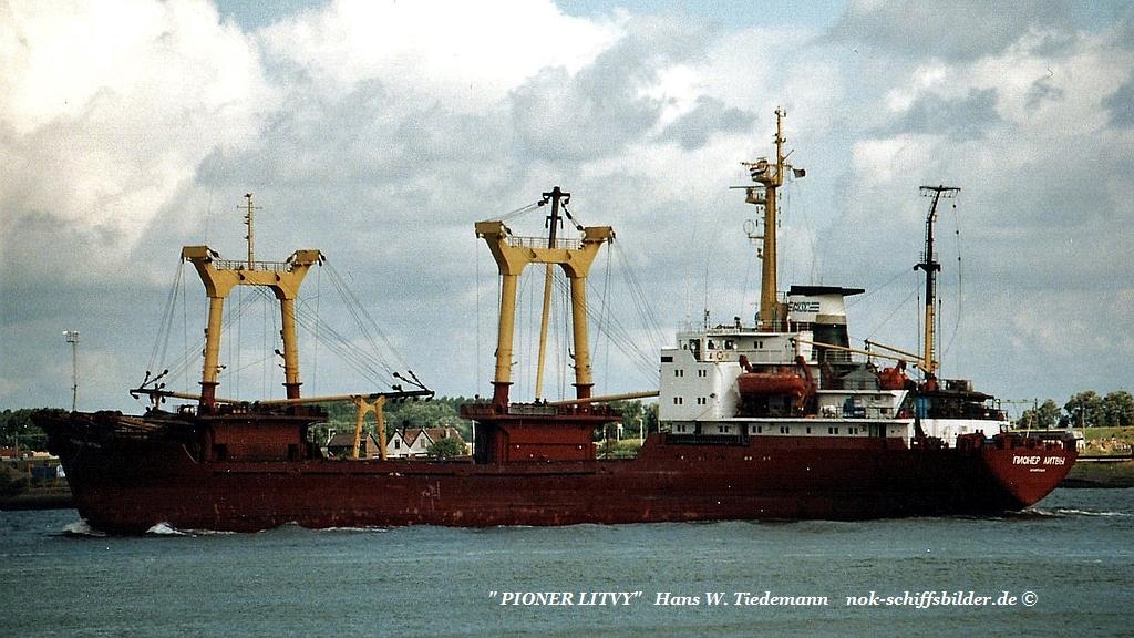 Pioner Litvy, RUS, Northern Shipg. Arkhangelsk - 26.07.03 N.W..jpg