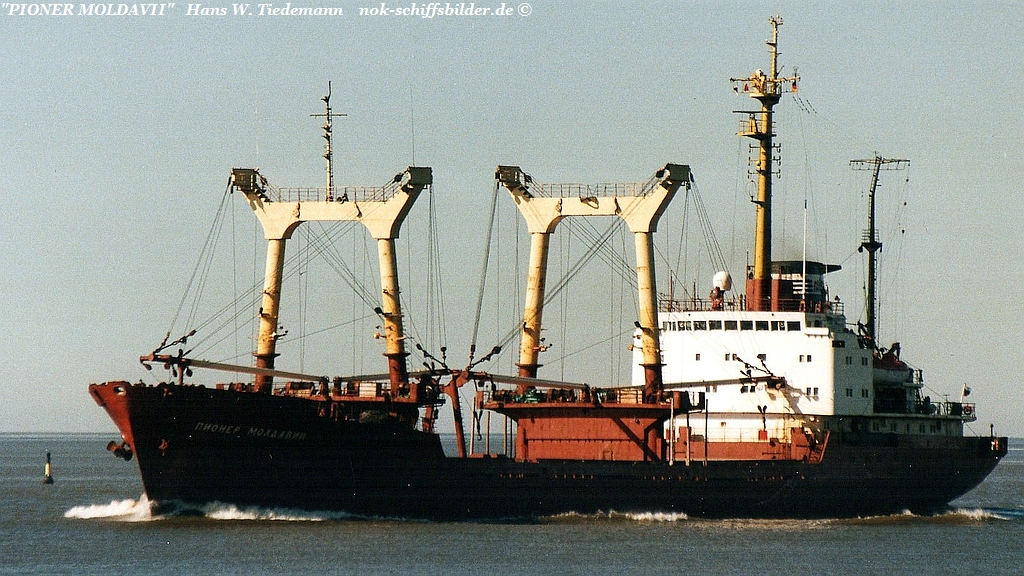 Pioner Moldavii, RUS, -79, Vyborg, 4.814 gt - 14.03.03 Bhv.jpg