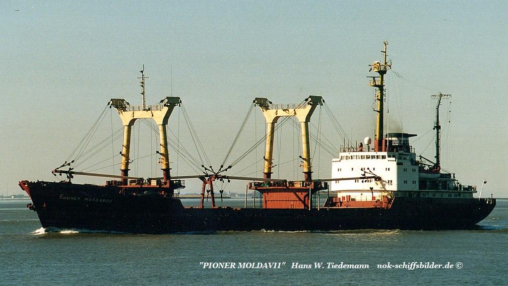 Pioner Moldavii, RUS, IMO 7741263 - 14.03.03 Weser.jpg