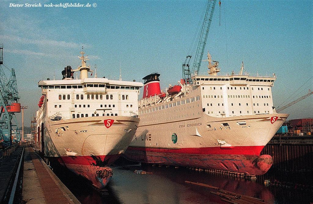 Stena Danica - Stena Scandinavica zusammen im Dock bei HDW in Kiel.jpg
