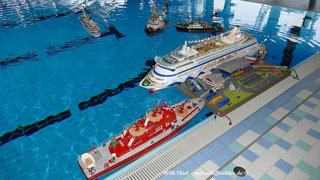 Modellschiffe im Freizeitbad (LUV) in Brunsbüttel