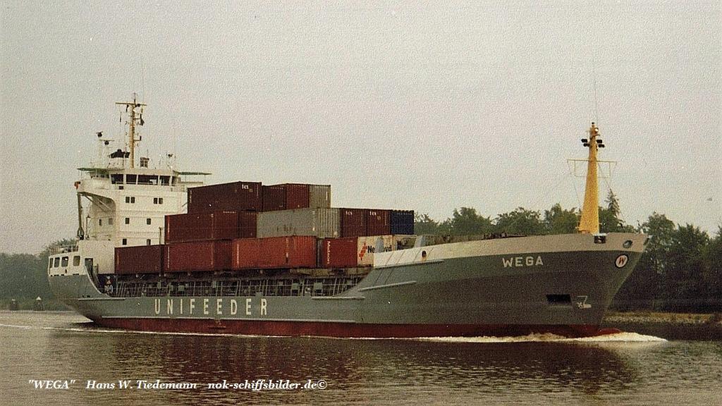 Wega, DEU - 11.08.94 Kiel Canal.jpg